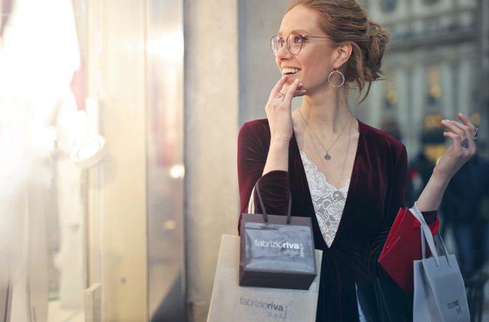 Cum sa faci sa beneficiezi de cele mai bune reduceri la haine si accesorii